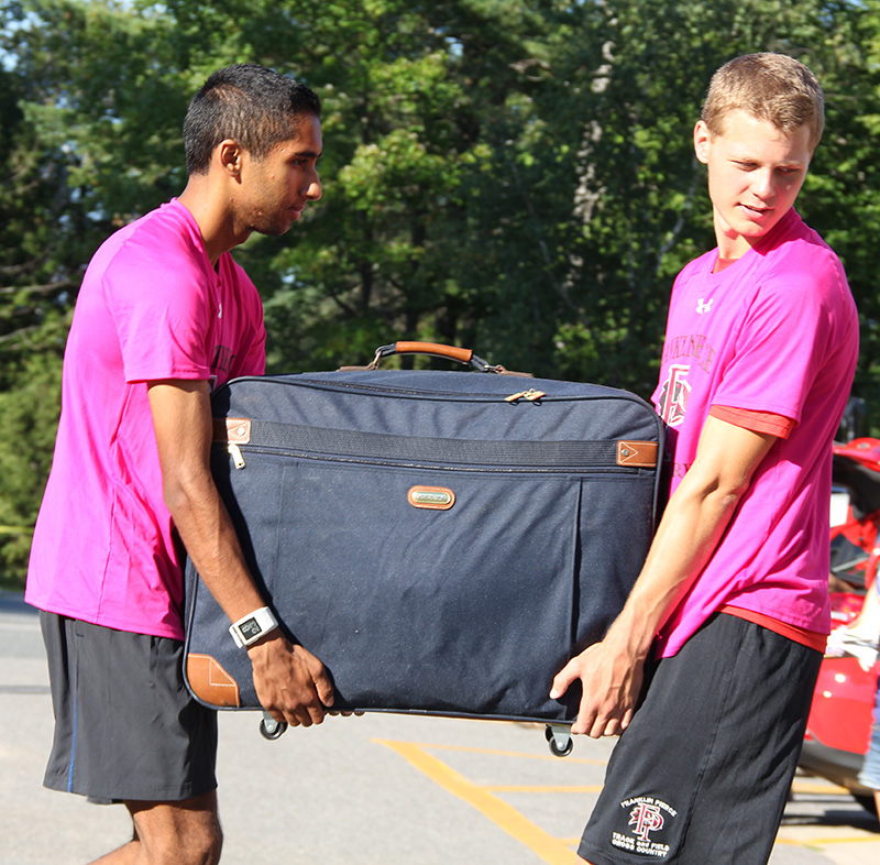 Cross Country Team Help Move-In